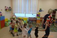 Малыши первой младшей группы «Золотой ключик» делают зарядку